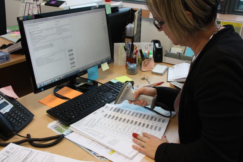 """Une assistante technique """"veille sanitaire"""" GDS Bretagne contrôlant les DAP"""